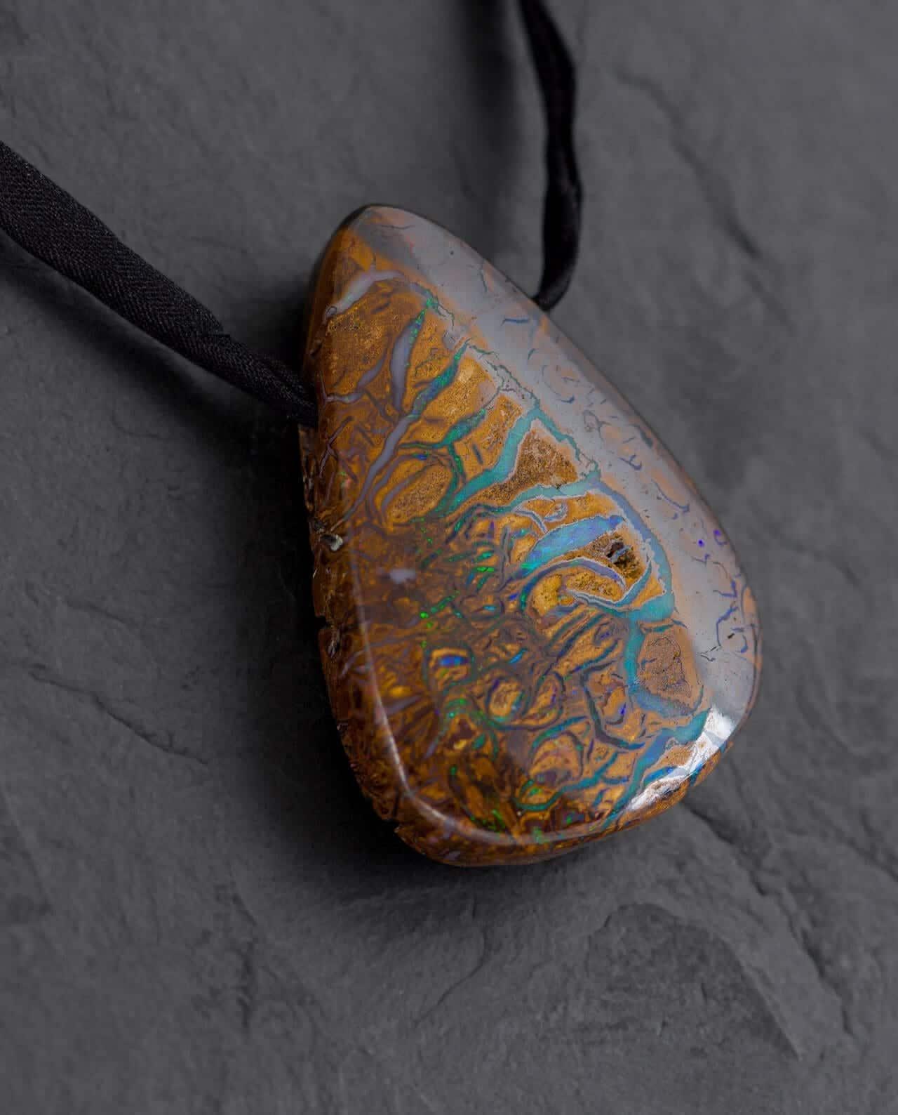 CONLIGHT Seltener Premium Boulder-Opal Anhaenger aus Queensland