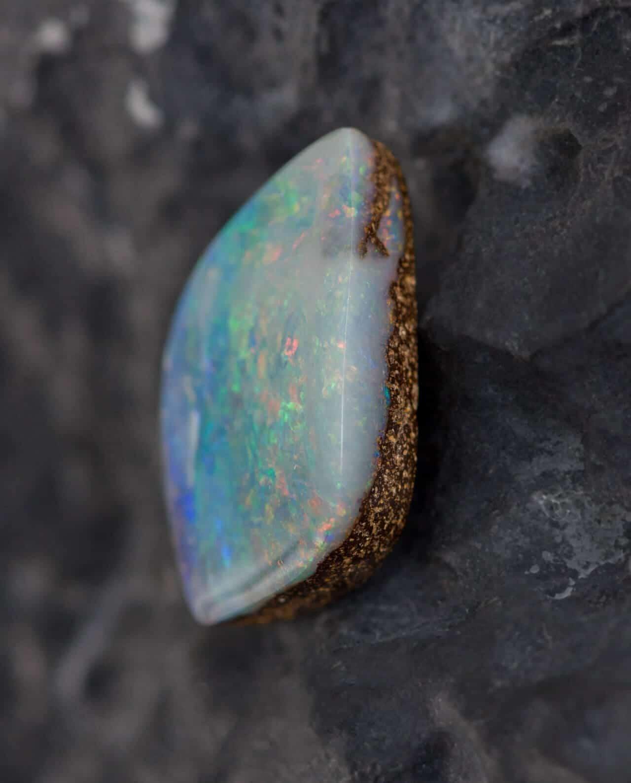 CONLIGHT Seltener Premium Boulder-Opal aus Queensland
