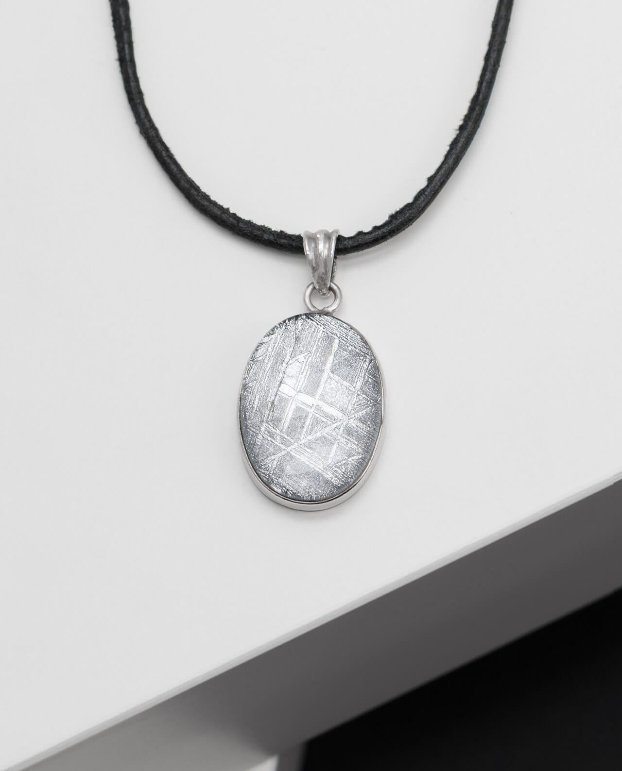 Muonionalusta Meteorit Anhänger oval mit Bergkristall
