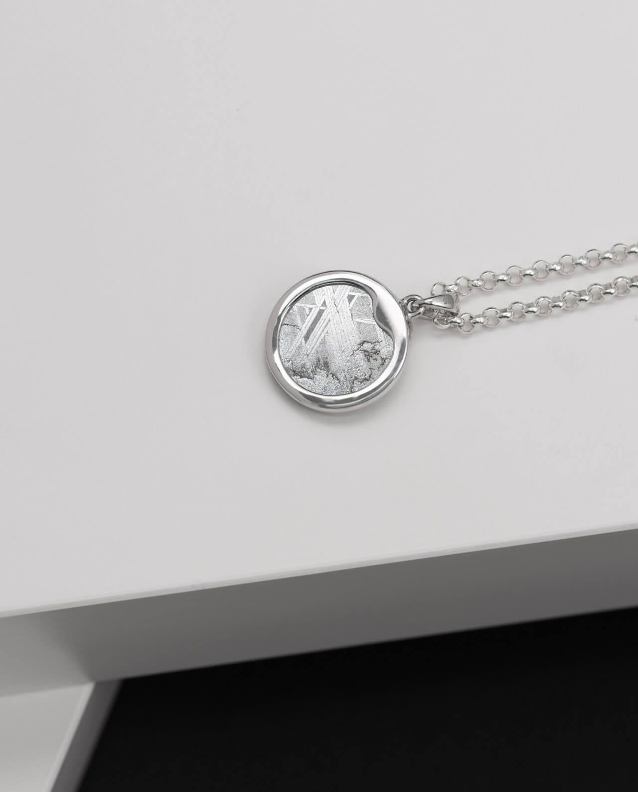 Muonionalusta Meteorit Silber-Anhänger rund mit Peridot